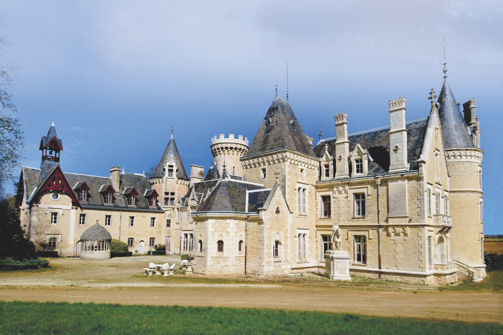West of France – 19th century chateau set on 32 acres